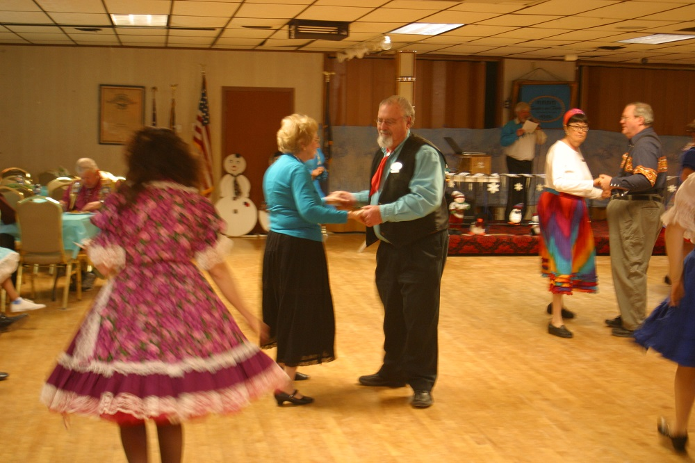 Singles and pairs square dance